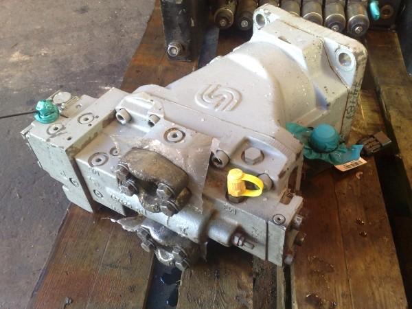 Timberjack 1270B Transmission pump and motor