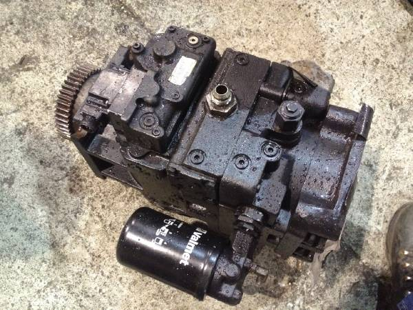 Valmet 890 Transmission pump