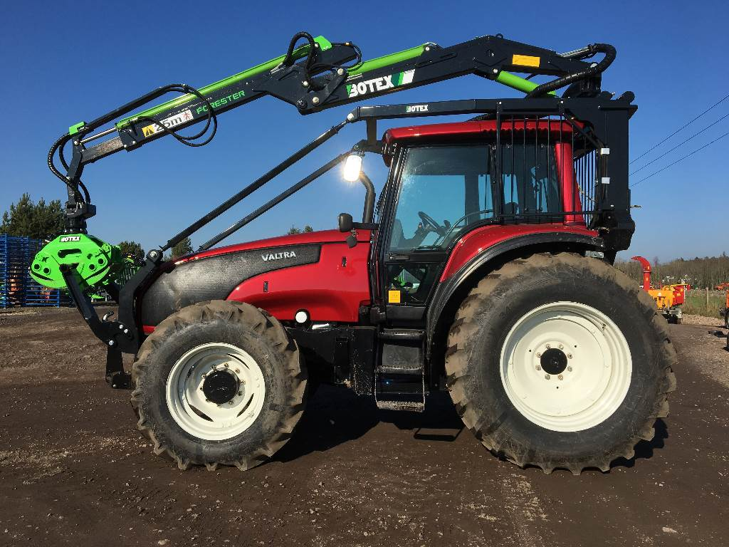 Valtra T160 c/w New Botex 570C Timber Loader