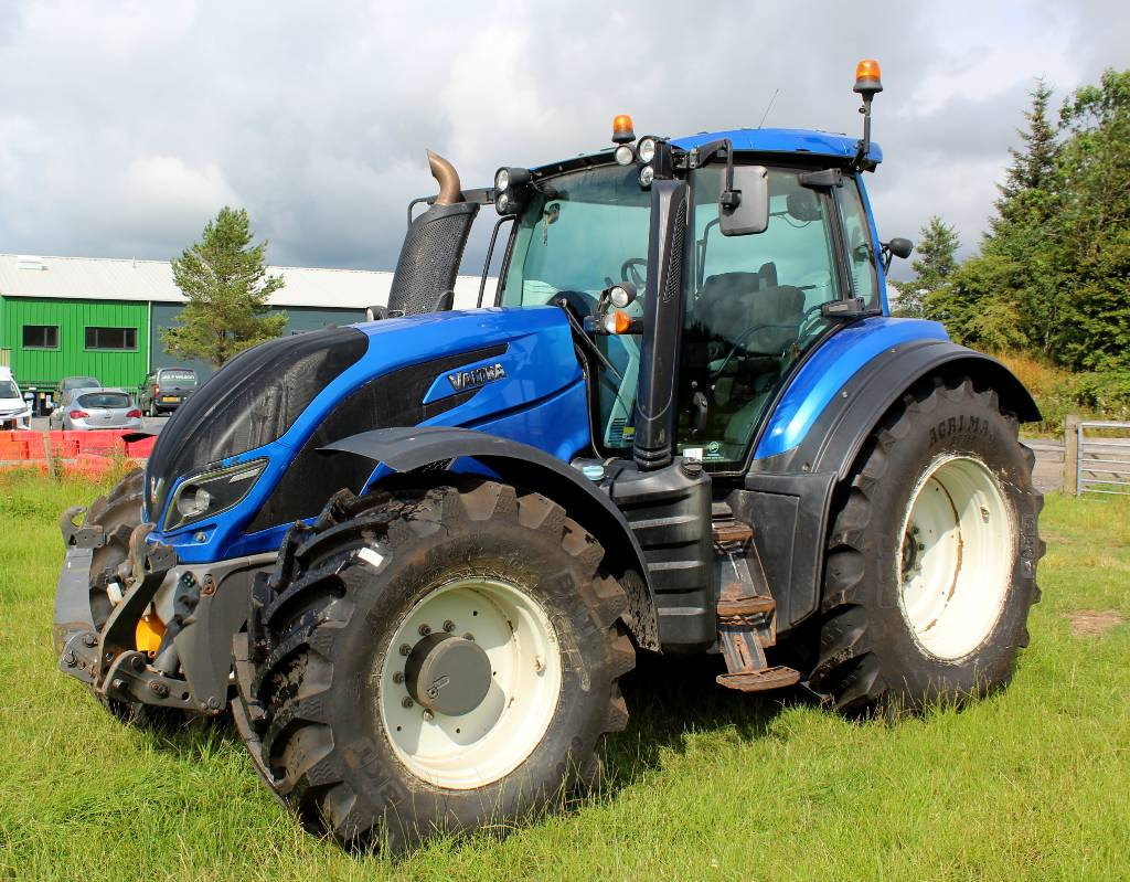 Valtra T214 Direct Tractor Twintrac Reverse Drive