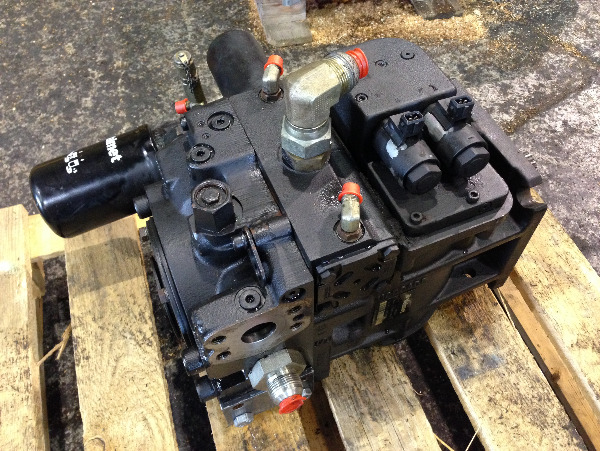 Valmet 941 Transmission pump 5050543